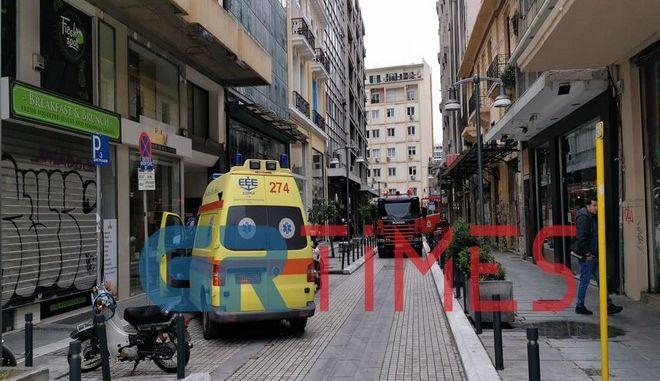 Ασθενόφορο και πυροσβεστική στο γραφείο της βουλευτή της ΝΔ που δέχτηκε επίθεση