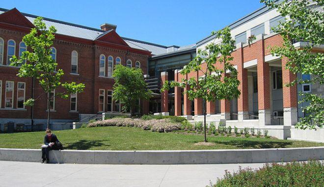 Απέβαλαν διεμφυλική μαθήτρια σε σχολείο του Καναδά
