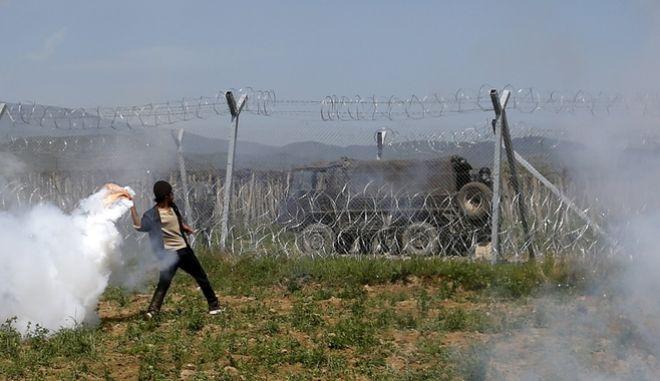 Ειδομένη: Η ΠΓΔΜ έβγαλε τεθωρακισμένα στα σύνορα