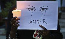 Στιγμιότυπο από διαμαρτυρία κατά της σεξουαλικής κακοποίησης γυναικών στην Ινδία