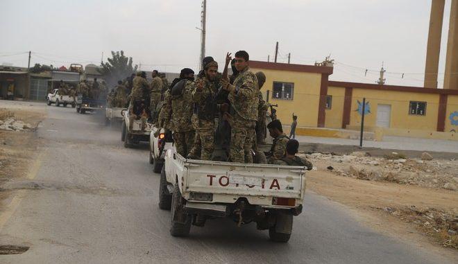 Μαχητές του Ελεύθερου Συριακού Στρατού, που υποστηρίζεται από την Τουρκία