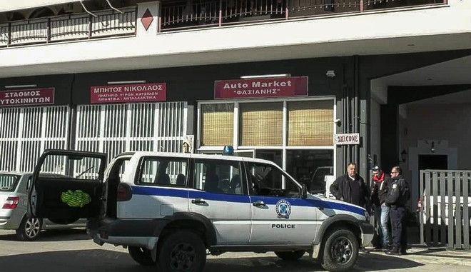 Το σπίτι στην Μακρακώμη Φθιώτιδας όπου αστυνομικοί εντόπισαν νεκρούς έναν άνδρα 48 ετών και μια γυναίκα 50 ετών, την Πέμπτη 23 Ιανουαρίου 2020.