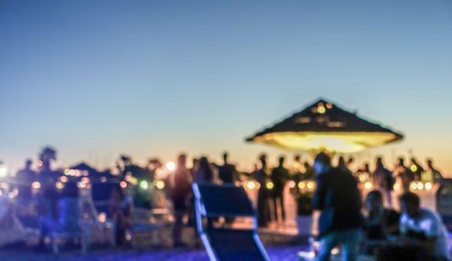 Ρόδος: Οργάνωσαν beach party με 70 άτομα λίγο πριν το lockdown