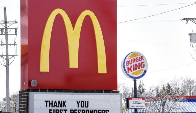 Καταστήματα Burger King και McDonalds