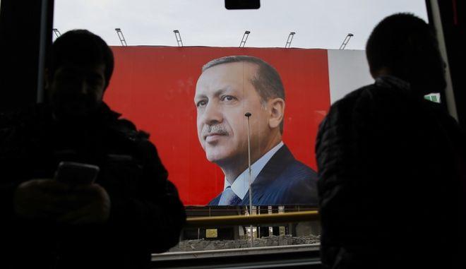 Κρυμμένος εκτυπωτής γέμισε τους δρόμους με φυλλάδια κατά του Ερντογάν