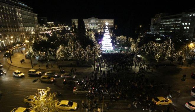 ΑΘΗΝΑ- Το άναμμα του χριστουγεννιάτικου δέντρου της πρωτεύουσας από τον δήμαρχο Αθηναίων Γιώργο Καμίνη στην πλατεία Συντάγματος. Τρίτη 12 Δεκεμβρίου 2017.(Eurokinissi-ΔΗΜΗΤΡΟΠΟΥΛΟΣ ΣΩΤΗΡΗΣ)
