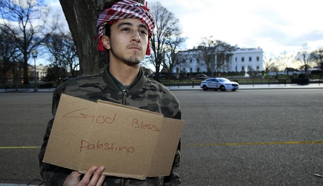 Rakan Ismael whose family are Palestinians and was born in Saudi Arabia, stands outside the White House in Washington, to express his support for the Palestinian people, Thursday, Dec. 7, 2017. (AP Photo/Manuel Balce Ceneta).