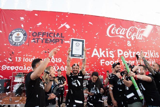 Ο Άκης Πετρετζίκης με την υποστήριξη της Coca-Cola έσπασε το ρεκόρ των GUINNESS WORLD RECORDS™!
