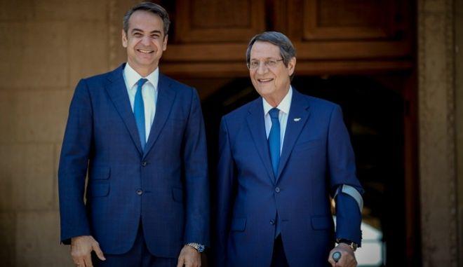 Διήμερη επίσημη επίσκεψη πραγματοποιεί από σήμερα στην Κύπρο ο Πρωθυπουργός Κυριάκος Μητσοτάκης. Φωτογραφίες από την υποδοχή στο Προεδρικό Μέγαρο και την συνάντηση του με τον Κύπριο Πρόεδρο Νίκο Αναστασιάδη.