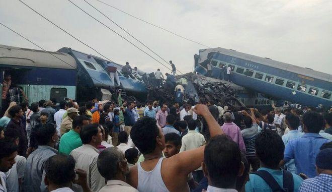 Ινδία: Δεκάδες νεκροί και τραυματίες μετά από εκτροχιασμό αμαξοστοιχίας