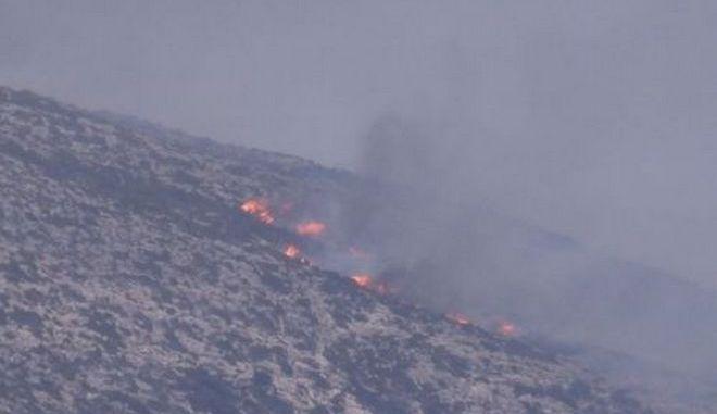 Νάξος: Φωτιά στην Κόρωνο στην καρδιά του χειμώνα