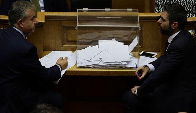 Φωτογραφία από την ψηφοφορία για τη συγκρότηση Προανακριτικής Επιτροπής για τον Δημήτρη Παπαγγελόπουλο και την υπόθεση