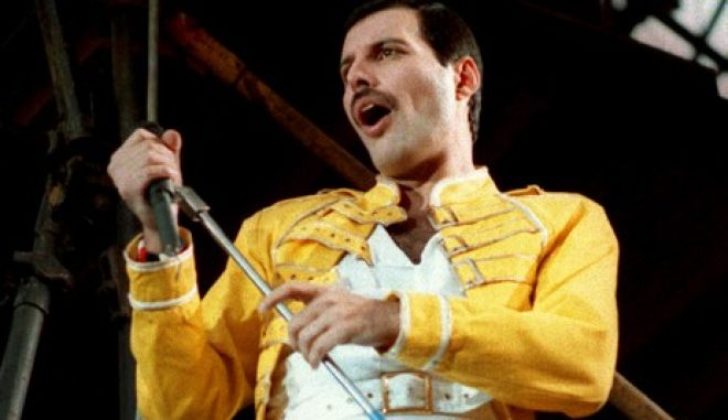 "FILE - In this July 20, 1986 file photo, Queen lead singer Freddie Mercury performs, in Germany. Queen guitarist Brian May says an asteroid in Jupiter's orbit has been named after the band's late frontman Freddie Mercury on what would have been his 70th birthday, it was reported on Monday, Sept. 5, 2016. May says the International Astronomical Union's Minor Planet Centre has designated an asteroid discovered in 1991, the year of Mercury's death, as ""Asteroid 17473 Freddiemercury."" (AP Photo/Marco Arndt, File)"