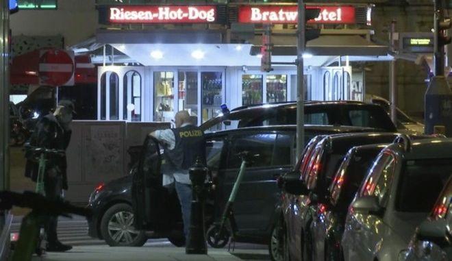 Αστυνομικές δυνάμεις στη Βιέννη μετά την επίθεση
