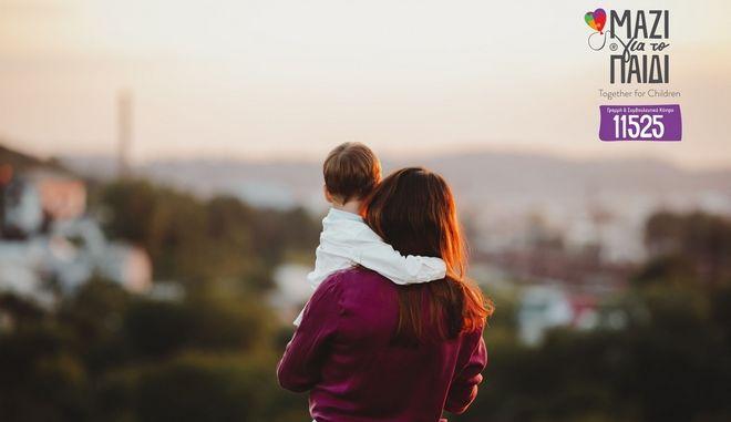 """Μονογονεϊκή οικογένεια: Το φαινόμενο της """"γονεοποίησης""""- του παιδιού"""