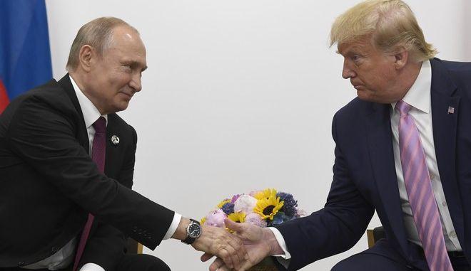 Η χειραψία Τραμπ - Πούτιν κατά τη σύνοδο Κορυφής G20 στην Οσάκα