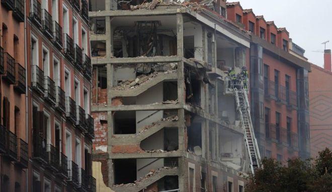 Η πολυκατοικία λίγο μετά την έκρηξη