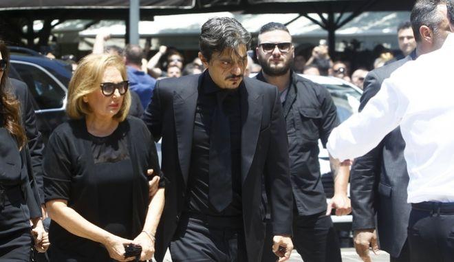 O Δημήτρης Γιαννακόπουλος στην κηδεία του Παύλου