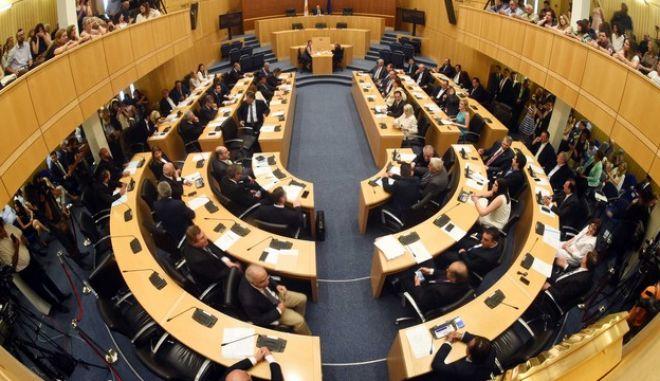 Κύπρος: Στήριξη αλλά και επικρίσεις στους χειρισμούς Αναστασιάδη