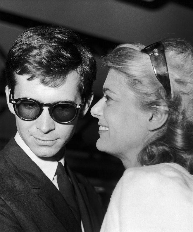 Η Μελίνα Μερκούρη και ο Αμερικανός ηθοποιός Άντονι Πέρκινς στο αεροδρόμιο Fiumicino της Ρώμης, 17 Ιουλίου 1961. Μετά από μία στάση στην Αθήνα, θα συνεχίσουν να δουλεύουν για την νέα ταινία,