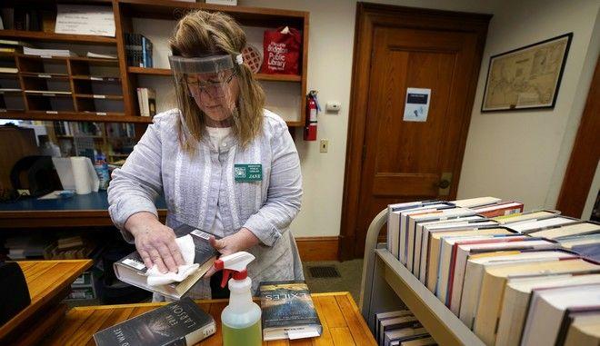 Απολύμανση βιβλίων στις ΗΠΑ
