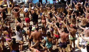 """Η """"κανονικότητα"""" της Μυκόνου: Είσοδος με application, ξενοδοχείο καραντίνας και πάρτι σε βίλες"""
