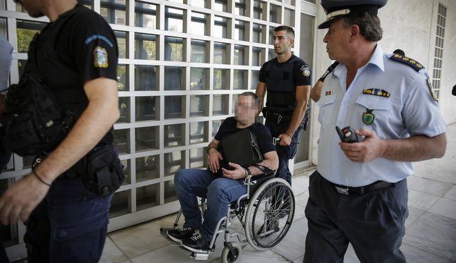 """Ο Γεωργιανός, γνωστός και με το ψευδώνυμο το """"Λίπος"""", μεταφέρεται κάτω από ισχυρά μέτρα ασφαλείας ενώπιον του πολιτικού τμήματος του Αρείου Πάγου"""