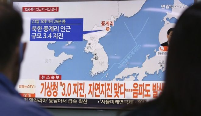 """People watch a TV news program reporting North Korea's earthquake, at Seoul Railway Station in Seoul, South Korea, Saturday, Sept. 23, 2017. South Korea's weather agency said an earthquake was detected in North Korea on Saturday around where the country recently conducted a nuclear test, but it assessed the quake as natural. The signs read """" The weather agency said a magnitude 3.0 earthquake was detected in North Korea."""" (AP Photo/Ahn Young-joon)"""