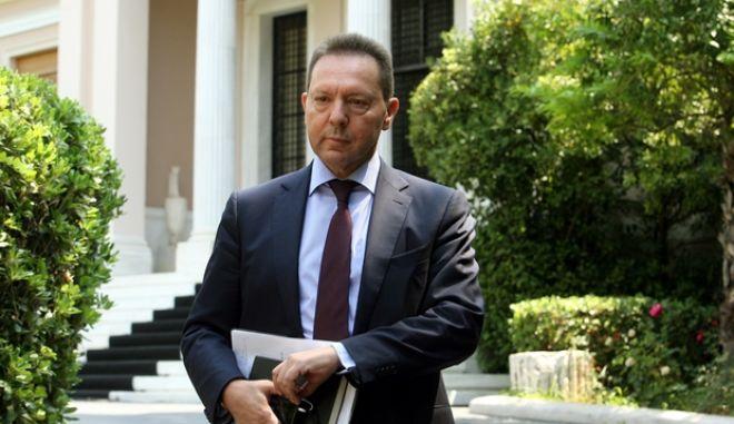 Συνάντηση του πρωθυπουργού Αντώνη Σαμαρά και του υπουργού Οικονομικών Γιάννη Στουρνάρα (φωτογραφία), με το προεδρείο του ΤΧΣ και τους διοικητές των τεσσάρων συστημικών τραπεζών, την Δευτέρα 15 Ιουλίου 2013. Στην ατζέντα βρέθηκαν τα βήματα που θα πρέπει να γίνουν, την επόμενη μέρα της ανακεφαλαιοποίησης, για το τραπεζικό σύστημα. Στη συνάντηση παραβρέθηκαν, από την πλευρά της Alpha Bank o Γιάννης Κωστόπουλος, της Εθνικής ο Γιώργος Ζανιάς, της Eurobank o Χρήστος Μεγάλου και της Τράπεζας Πειραιώς ο Μιχάλης Σάλλας. (EUROKINISSI/ΤΑΤΙΑΝΑ ΜΠΟΛΑΡΗ)