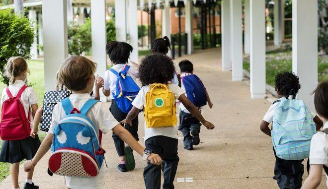 Παιδιά σε σχολείο