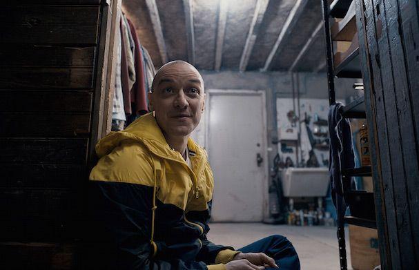 O M. Νάιτ Σιάμαλαν εξηγεί πως ο «Κυνόδοντας» επηρέασε τη νέα του ταινία «Διχασμένος»