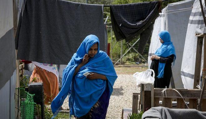 Μετανάστες σε δομή φιλοξενίας
