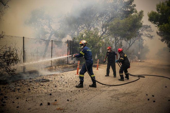 Η φωτιά κατέστρεψε σπίτια καθώς και δασική περιοχή