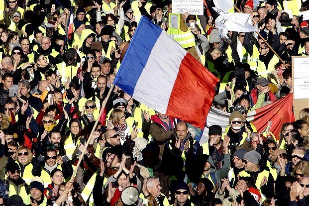 Πλήθος διαδηλωτών στις διαδηλώσεις