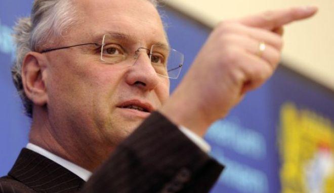 Να φύγει η Ελλάδα από την Σένγκεν, ζητά ο Βαυαρός ΥΠΕΣ
