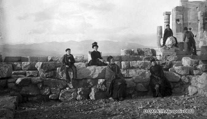 Όταν η Αθήνα είχε ποτάμι. 20 καρέ μιάς άλλης εποχής Panwsthnakropoli