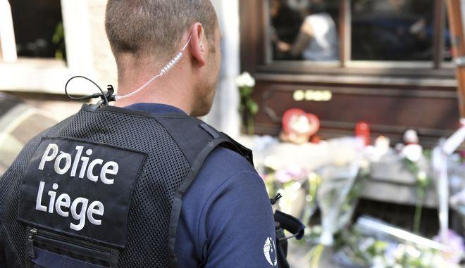 Βέλγος αστυνομικός στο σημείο των πυροβολισμών που είχαν ως απολογισμό των θάνατο τεσσάρων ανθρώπων