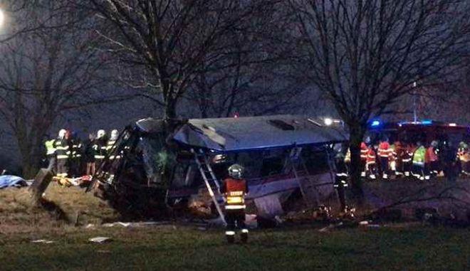 Τσεχία: Τουλάχιστον 3 νεκροί και 30 τραυματίες σε δυστύχημα με λεωφορείο