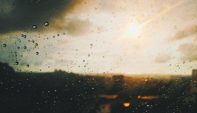 Νεφώσεις, τοπικές βροχές και άνοδος της θερμοκρασίας