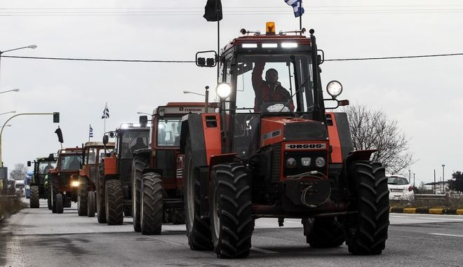 Αγροτικό μπλόκο στον Πλατύκαμπο Λάρισας από αγρότες του δημου Κιλελέρ την τρίτη 31 Ιανουαρίου 2017. (EUROKINISSI/ΜΙΧΑΛΗΣ ΜΠΑΤΖΙΟΛΑΣ)