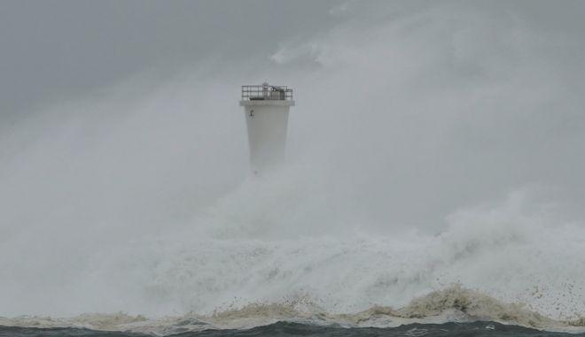 Κύματα από την ώρα του τυφώνα