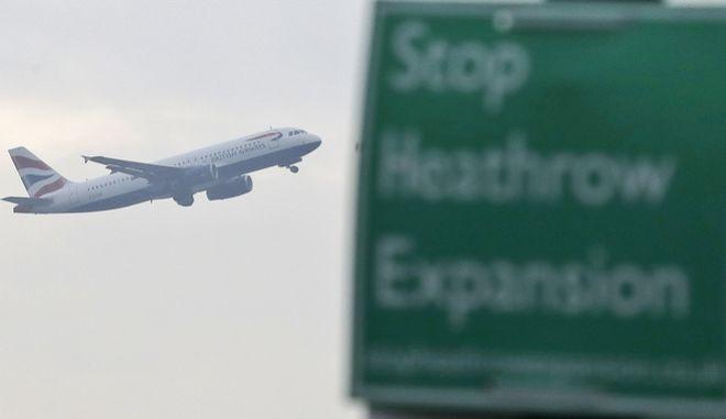 Αεροσκάφος απογειώνεται από το αεροδρόμιο Χίθροου