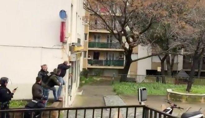 Ένοπλος άνοιξε πυρ σε δρόμο στην Κορσική