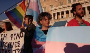 Αντιφασιστικό 'μπλόκο' στην ακροδεξιά συγκέντρωση για την ταυτότητα φύλου