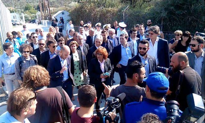 Επίσκεψη Τσίπρα-Φάιμαν στη Λέσβο. Το συγκινητικό αίτημα ηλικιωμένης από τη Συρία