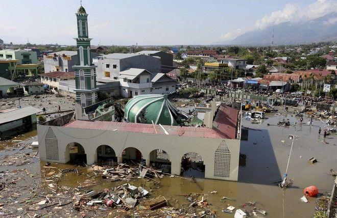 ωΤουλάχιστον 832 οι νεκροί από τον σεισμό και το τσουνάμι στην Ινδονησία