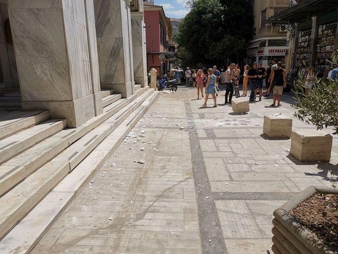 Σεισμός 5,1 Ρίχτερ στην Αθήνα: Κατέρρευσαν παλιά και ακατοίκητα κτίρια