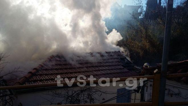 Φωτιά σε μονοκατοικία στη Λαμία