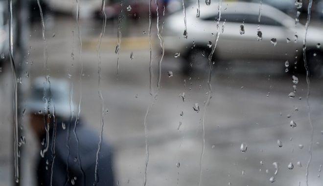 Στιγμιότυπο από βροχόπτωση στην Αθήνα