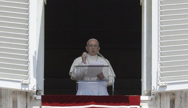O Πάπας Φραγκίσκος στην πλατεία του Αγίου Πέτρου